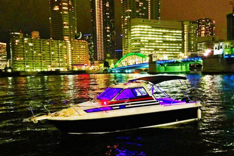 LEDでライトアップされたアニー号と隅田川の夜景