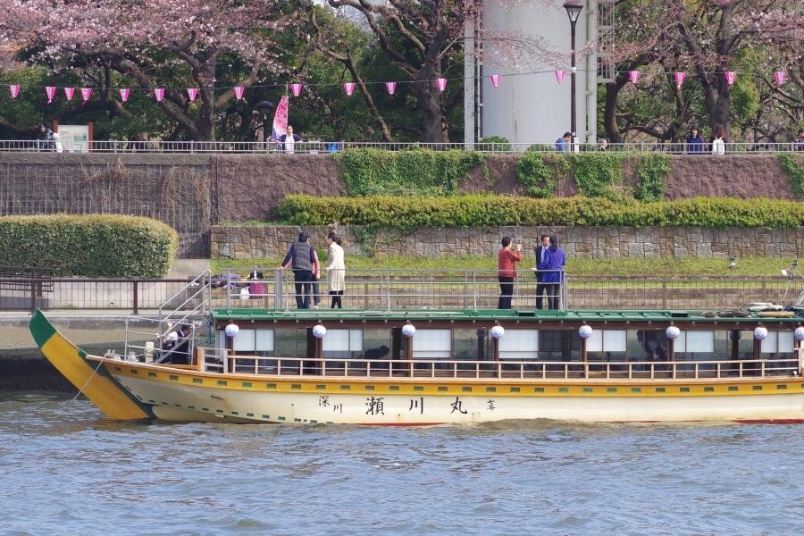 隅田川に停泊している瀬川丸