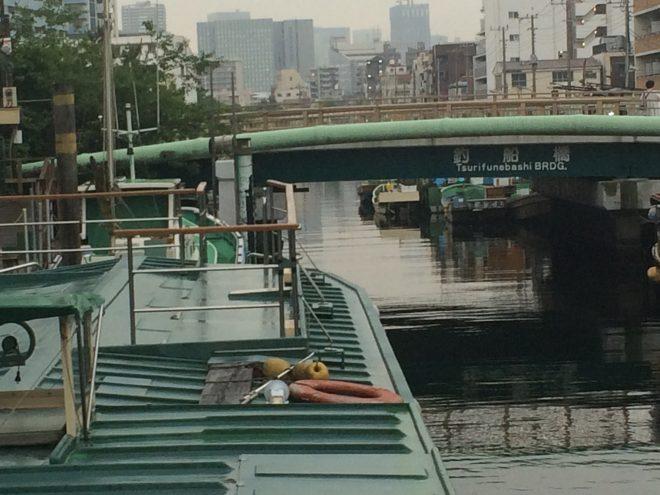 船の屋上デッキと釣船橋
