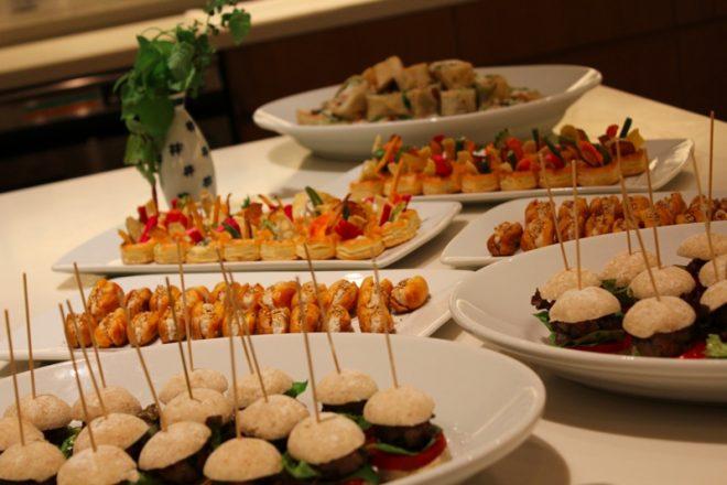 卓上に並ぶ料理の数々