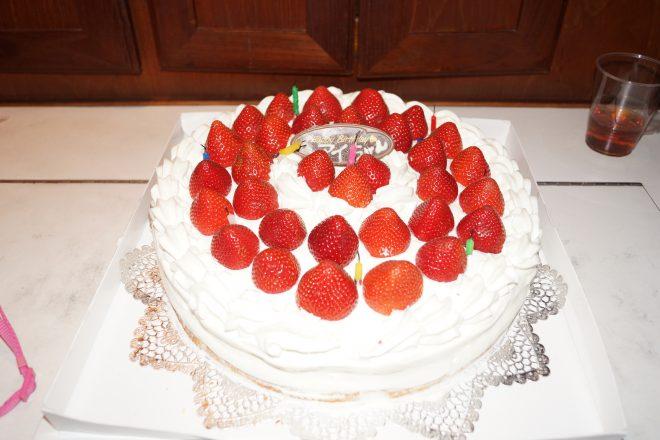 お誕生日用苺のショートケーキ