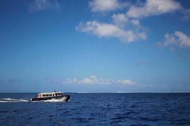 海上を走る屋形船