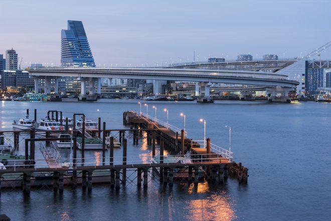 品川埠頭から眺める芝浦埠頭