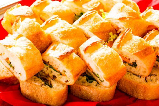 具の入ったフランスパン
