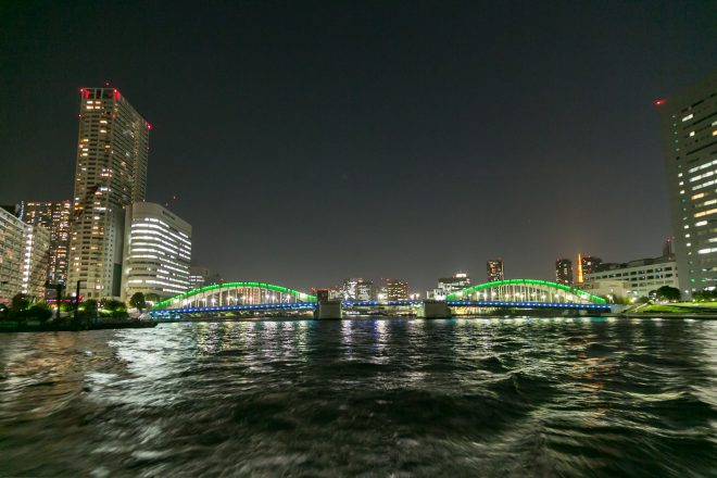 橋にかかるイルミネーション