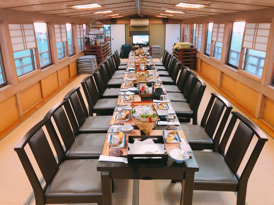 屋形船の室内と座席