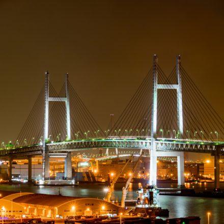 ライトアップされた横浜ベイブリッジ