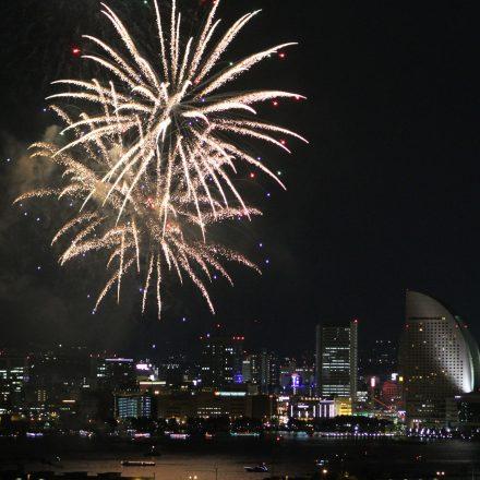 新子安から見た横浜開港祭花火