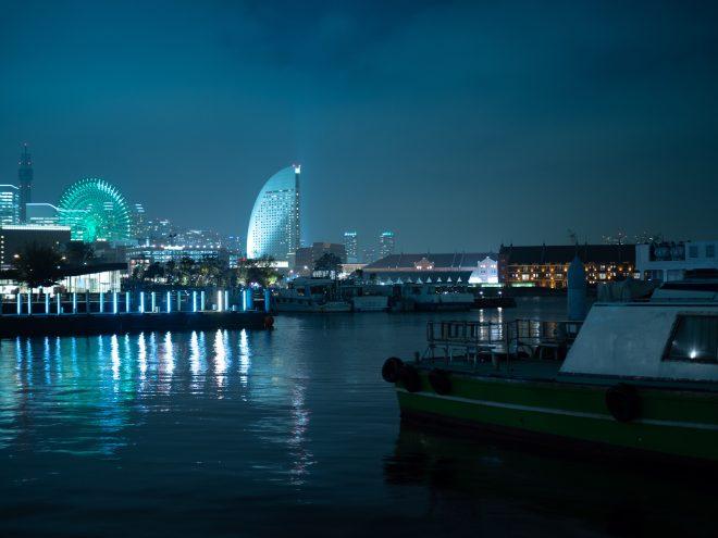 みなとみらいの夜景と停泊している船