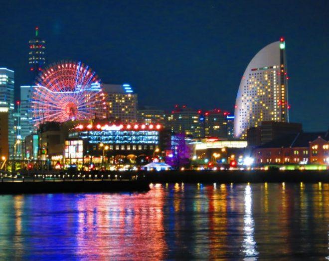 色鮮やかにライトアップされた横浜