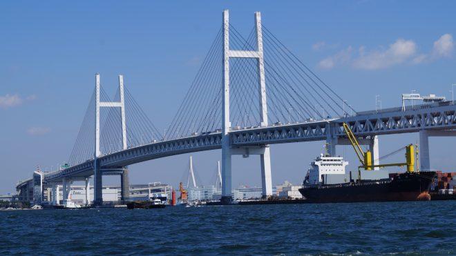 海から見る横浜ベイブリッジ