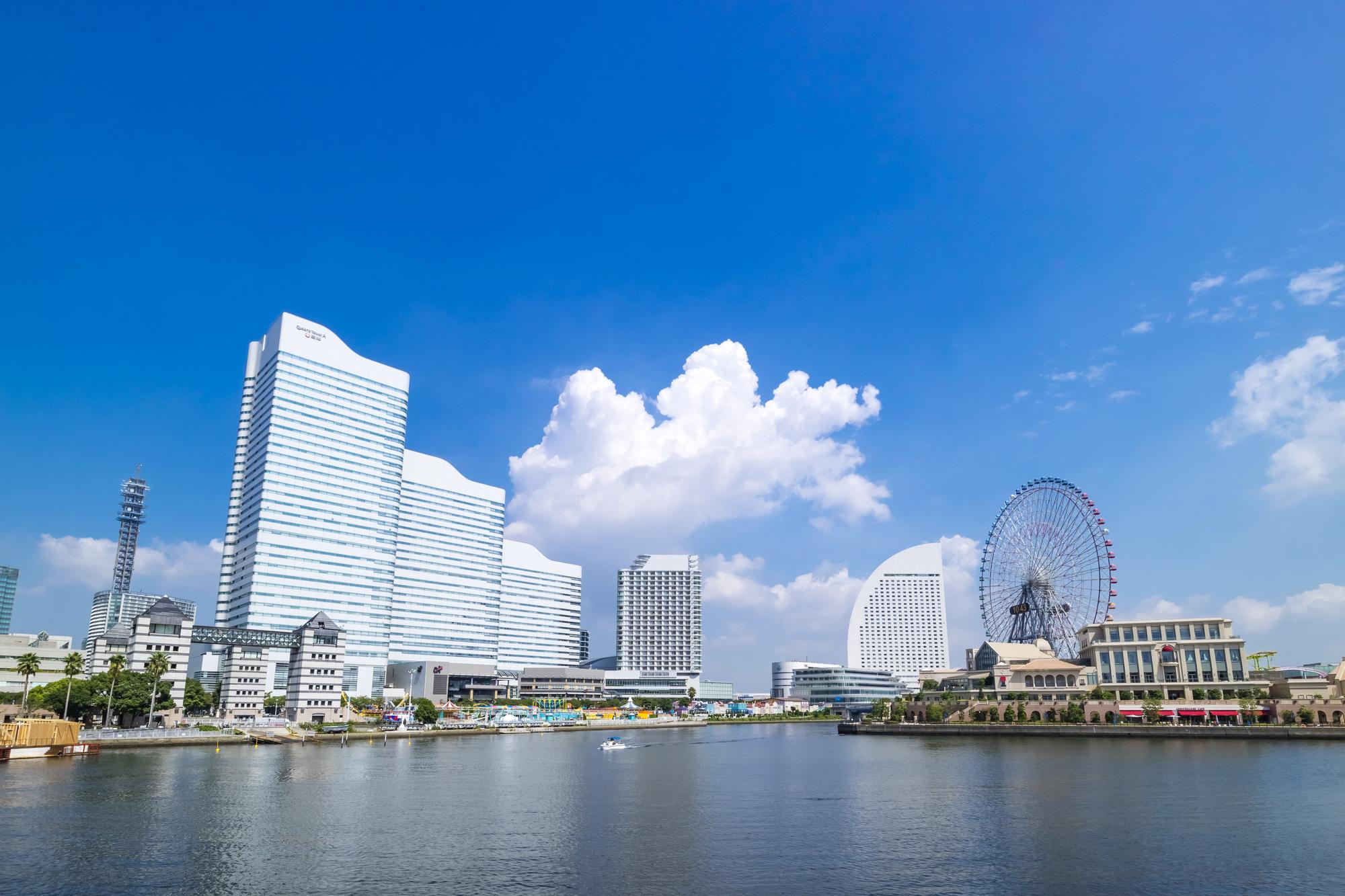 横浜の街並みとランドマークタワー