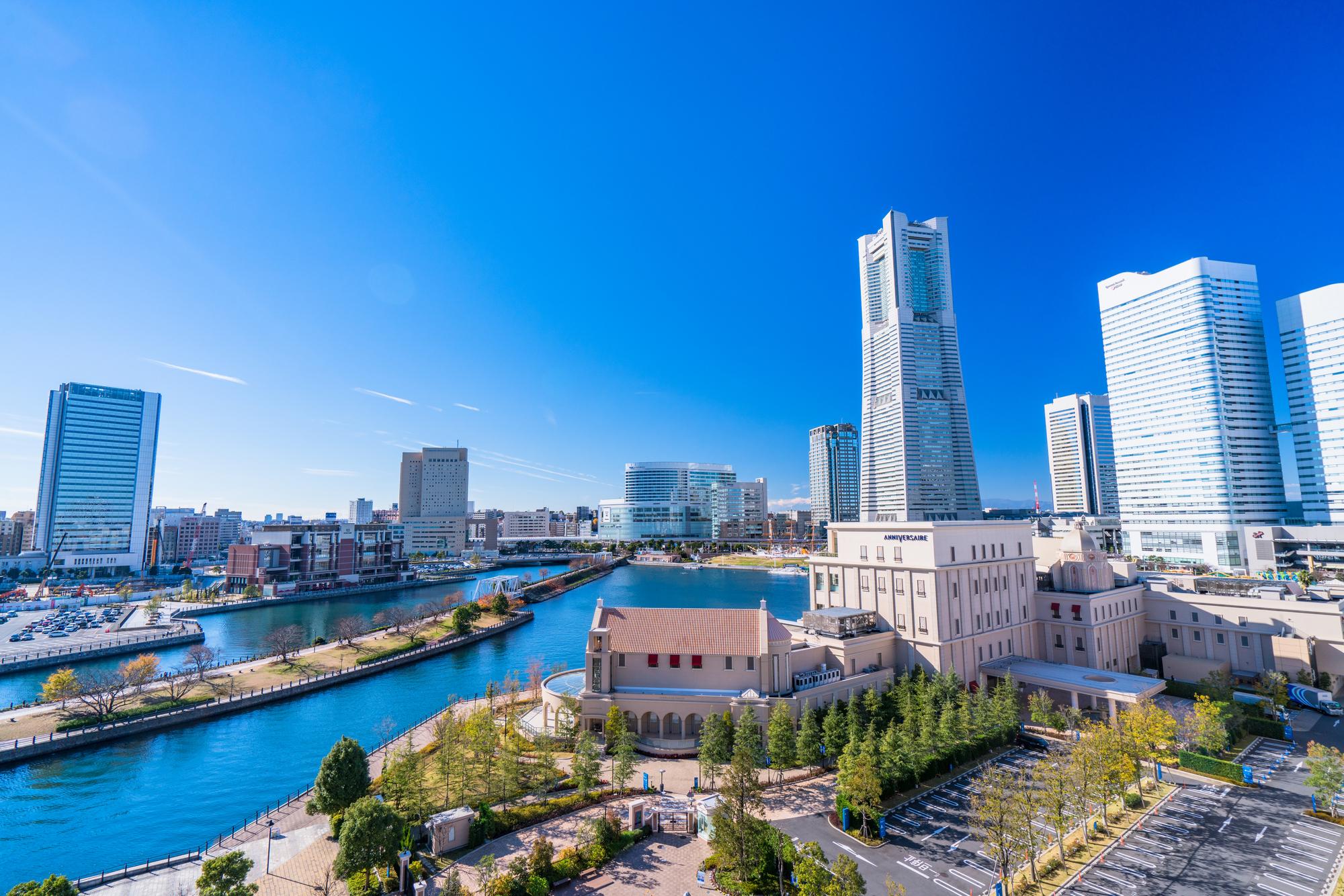 ランドマークタワーと横浜の風景