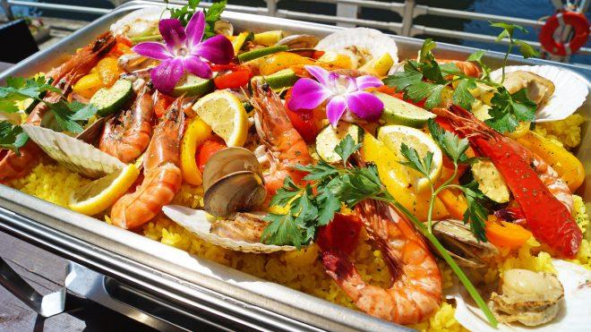 色鮮やかな洋食ビュッフェ