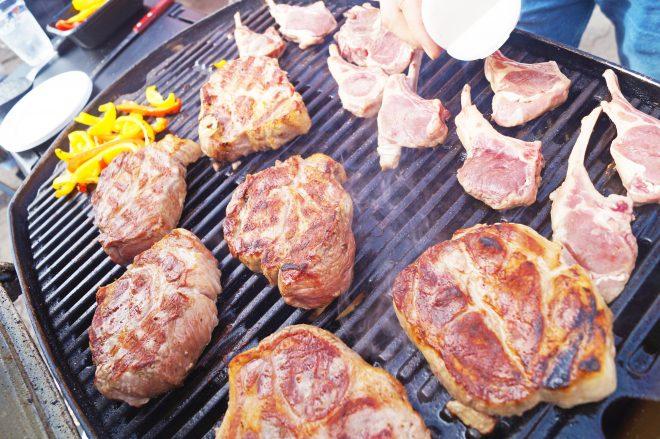 本格BBQの肉厚ステーキ