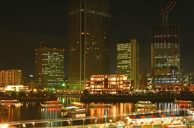 横浜の夜景と屋形船