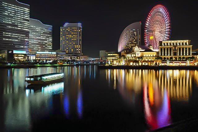 海から眺める横浜の夜景
