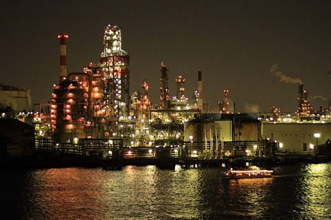 人気上昇中の工場夜景