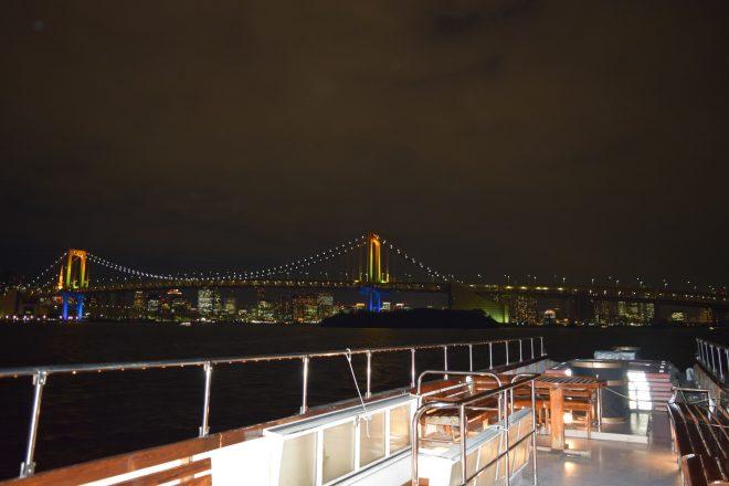船からは有名な観光スポットを観賞できる