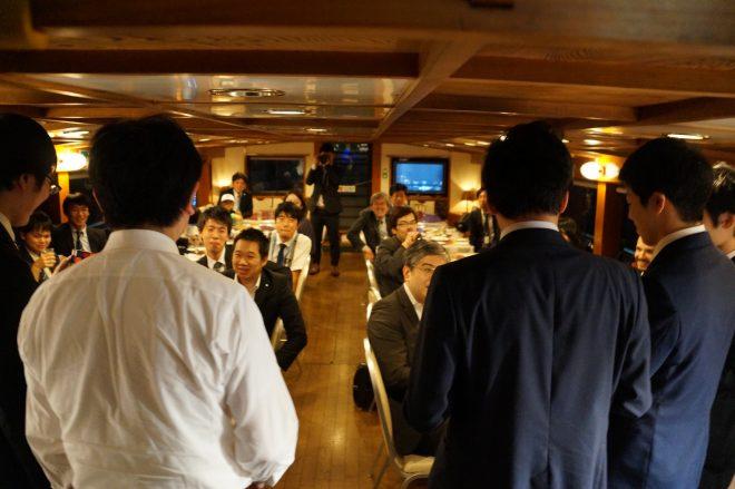 屋形船で行われた会社行事