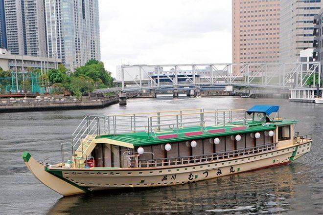 運航中の中型屋形船「むつみ丸」