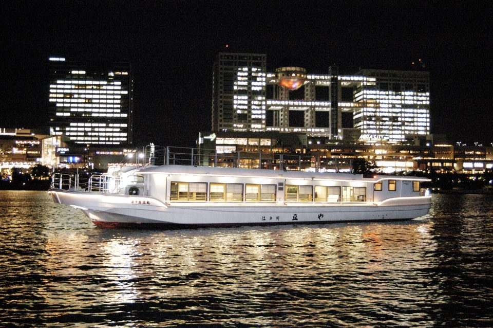 The appearance of The 15th Mame-maru with night view of Odaiba in the background.