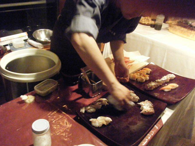 寿司職人が目の前で料理