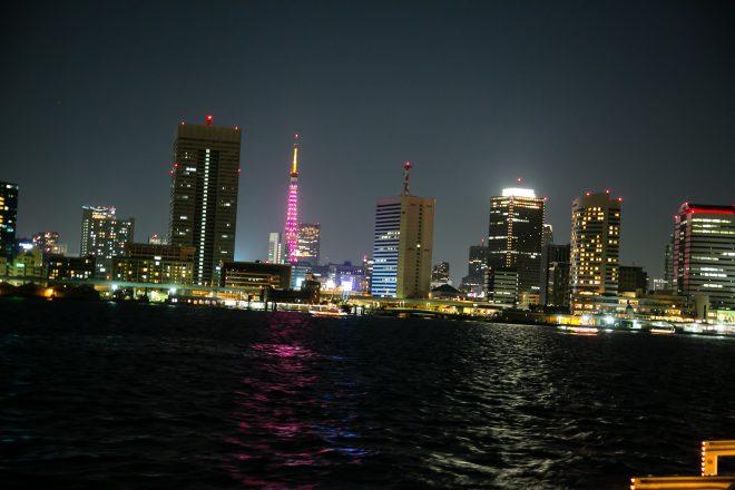 海から見る東京の夜景