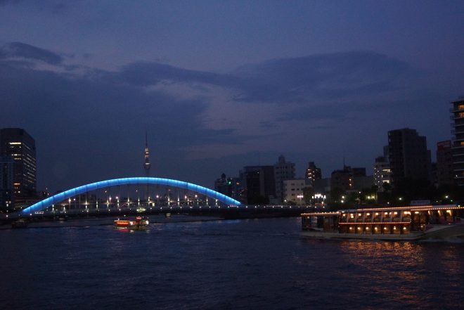 屋形船と永代橋