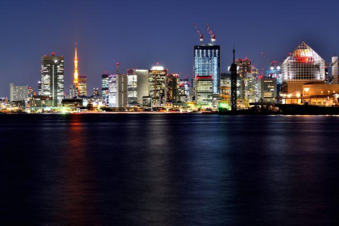 東京タワーや都会の街並みの夜景