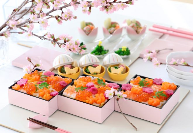 お花見をイメージしたお弁当や小鉢