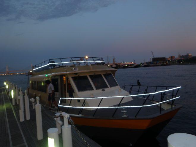 クルーザータイプの洋風屋形船