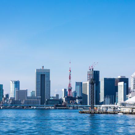 海から見える東京タワーや街並み