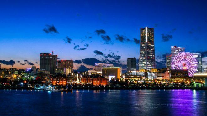海から見た横浜みなとみらいの夜景