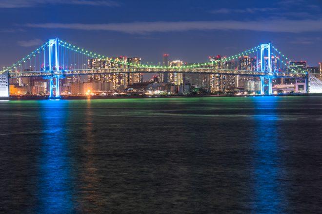 海から見える東京の美しい夜景