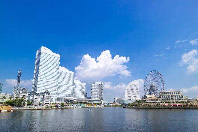 青空が広がる横浜の景色